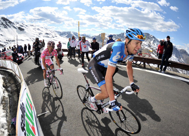 Hesjedal takes the Giro to Rodriguez on the Stelvio