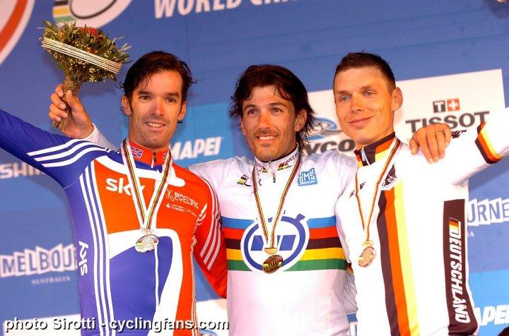 2010_uci_time_trial_championships_millar_cancellara_martin_podium1