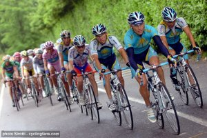 2008_giro_d_italia_stage18_astana_control_race_protect_alberto_contador