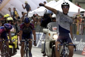 31-05-2001: Giro dItalia, 12. etape - Matteo Tosatto, Fassa Bortolo vinder etapen. (Photo by Lars Ronbog/FrontzoneSport via Getty Images)