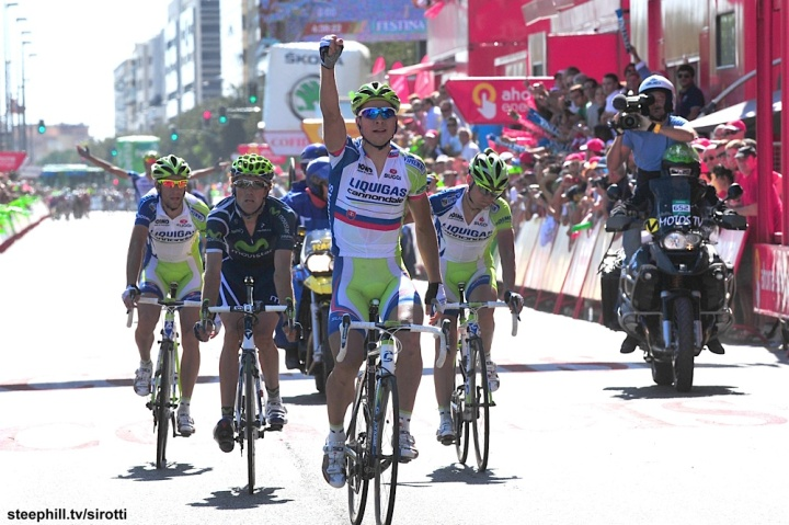 Vincenzo Nibali had a go at winning the Vuelta again in 2011, but his best moment was this early stage where Liquigas rode away to stage win for Peter Sagan, although they managed to mess up getting Nibali any bonus seconds.