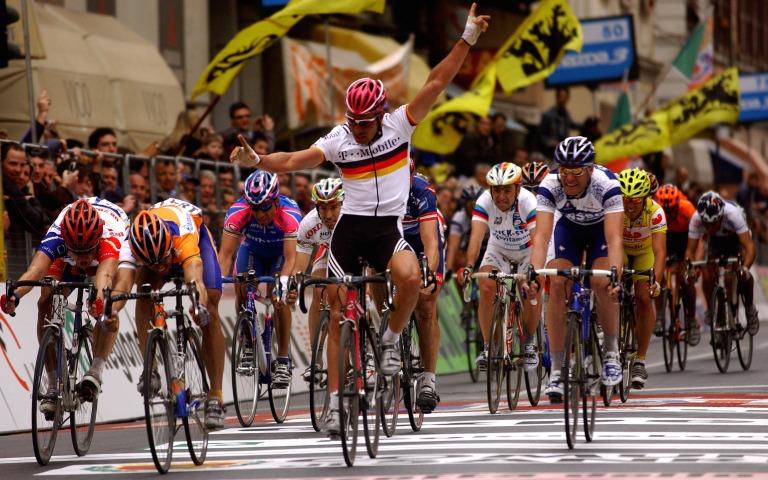 CYCLING : MILAN - SANREMO 2004